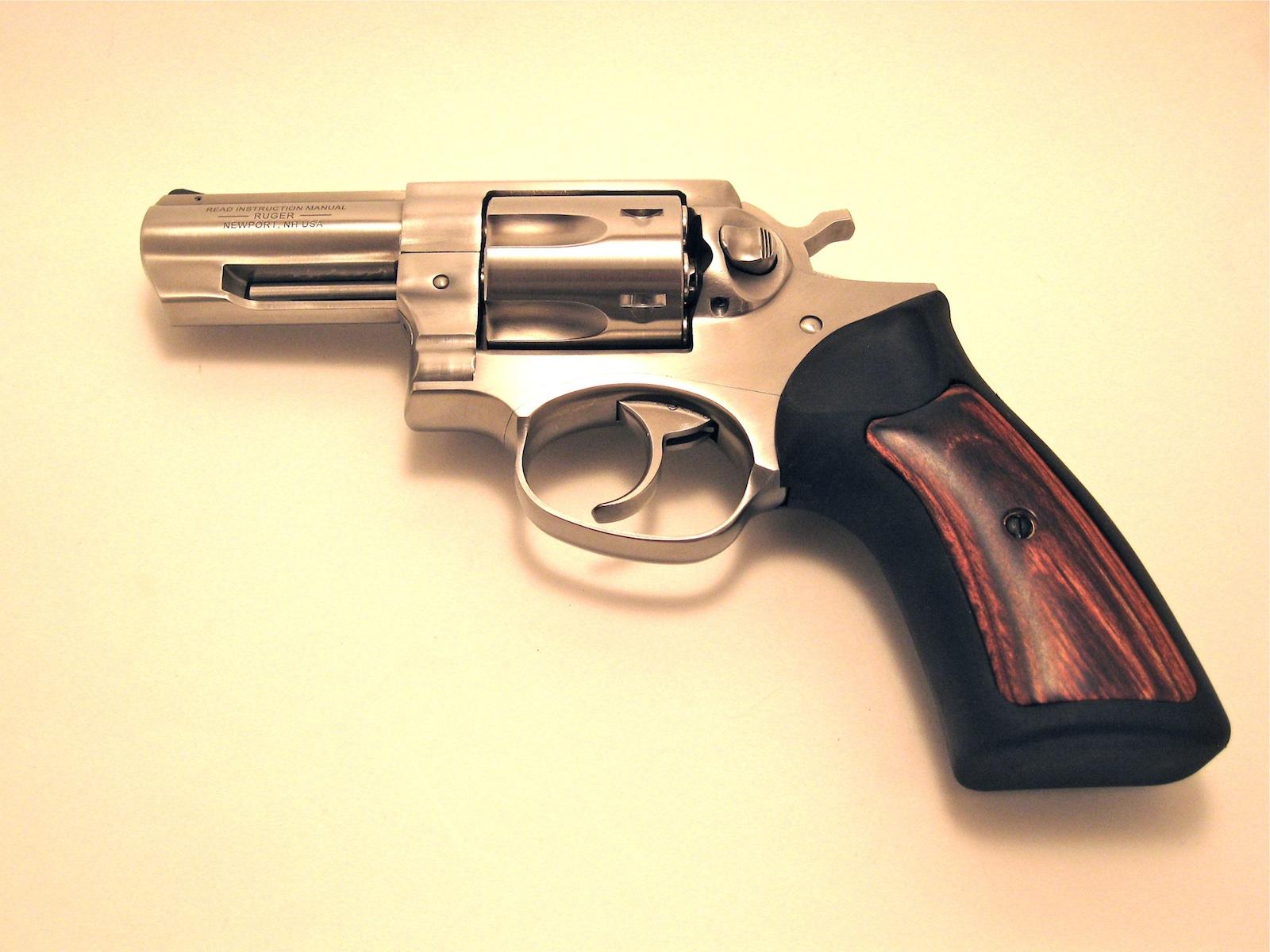 Revolver Ruger PG 100